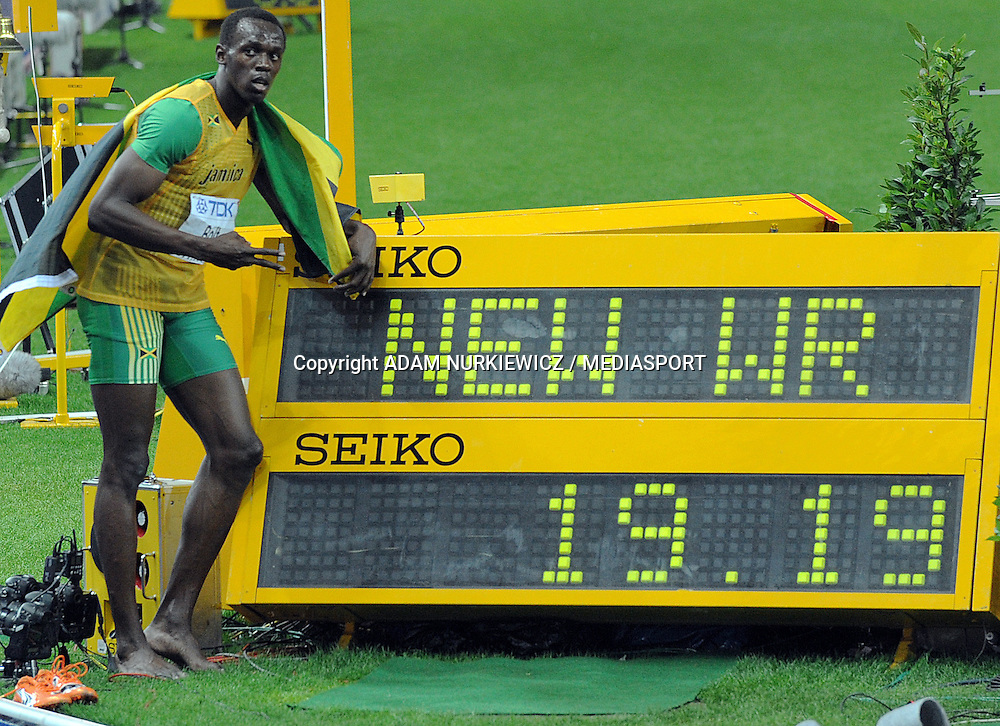 USAIN BOLT (JAMAICA) POSES WITH HIS NEW WORLD RECORD AFTER 200 METERS MEN ON THE OLYMPIC STADION ( OLIMPIASTADION ) DURING 12TH IAAF WORLD CHAMPIONSHIPS IN ATHLETICS BERLIN 2009..BERLIN , GERMANY , AUGUST 20, 2009..( PHOTO BY ADAM NURKIEWICZ / MEDIASPORT )..PICTURE ALSO AVAIBLE IN RAW OR TIFF FORMAT ON SPECIAL REQUEST.