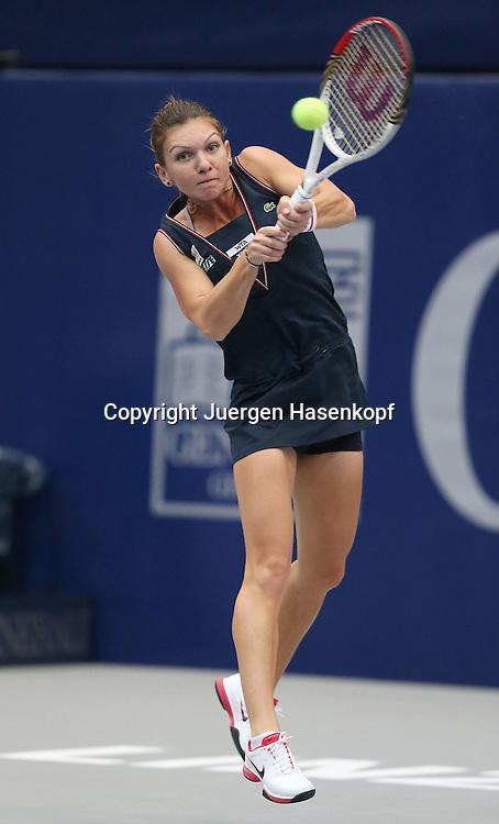 Generali Ladies Linz  2012,WTA Tour, Damen.Hallen Tennis Turnier in Linz, Oesterreich,.Simona Halep (ROU),Aktion, Einzelbild,.Ganzkoerper,Hochformat,