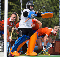 AMSTELVEEN - HOCKEY - Laura Sluijter van Bl'daal  tijdens de eerste competitiewedstrijd van het nieuwe seizoen tussen de vrouwen van Pinoke en Bloemendaal. COPYRIGHT KOEN SUYK