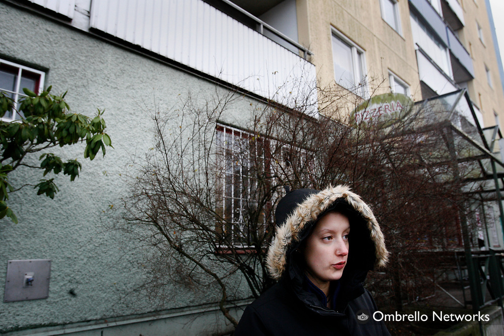 STOCKHOLM 070204<br /> L&auml;genhetsbrand i Akalla, en person omkom. I bild: Vittnet Linda.