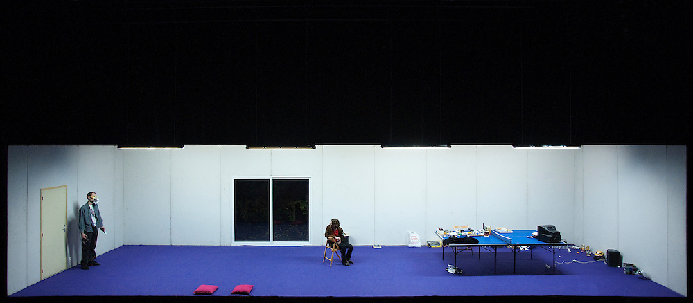 L'EFFET DE SERGE / PHILIPPE QUESNE / VIVARIUM STUDIO / Centre Pompidou / 30 mars 2010 / © Martin Argyroglo