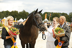 Wolters Anna en Wilma, Ongering Rik<br /> Huldiging Fokker vh Jaar, Springen<br /> KWPN Paardendagen - Ermelo 2014<br /> © Dirk Caremans