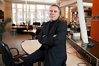 13 DEZ 2010, BERLIN/GERMANY:<br /> Norbert Kunz, Geschaeftsfuehrer iq consult, in den Raeumen von impakt Berlin, ein Projekt der iq consult das Co-working und Gruenderberatung bietet<br /> IMAGE: 20101213-01-013