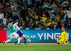 Gonzalo Higuain of Argentina scored vs goalkeeper of Mexico Oscar Perez during the 2010 FIFA World Cup South Africa Round of Sixteen match between Argentina and Mexico at Soccer City Stadium on June 27, 2010 in Johannesburg, South Africa. Argentina defeated Mexico 3-1 and qualified for quarterfinals. (Photo by Vid Ponikvar / Sportida)