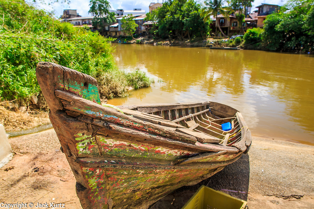 28 OCTOBER 2012 - SUNGAI KOLOK, NARATHIWAT, THAILAND:  A  abandoned boat on the river bank on the Malaysian border in Sungai Kolok, Thailand. More than 5,000 people have been killed and over 9,000 hurt in more than 11,000 incidents, or about 3.5 a day, in Thailand's three southernmost provinces and four districts of Songkhla since the insurgent violence erupted in January 2004, according to Deep South Watch, an independent research organization that monitors violence in Thailand's deep south region that borders Malaysia.   PHOTO BY JACK KURTZ