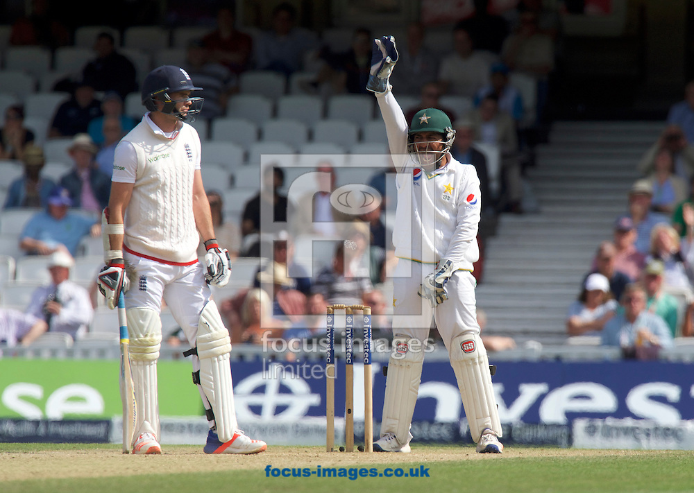 James Anderson of England is out for lbw as Wicketkeeper Sarfraz Ahmed of Pakistan appeals during Day Four of the fourth Investec Test Match at the Kia Oval, London<br /> Picture by Alan Stanford/Focus Images Ltd +44 7915 056117<br /> 14/08/2016