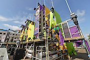 Nederland, Nijmegen, 15-7-2016 De voorbereidingen voor de komende vierdaagse en bijhorende zomerfeesten zijn in volle gang. Op de Waalkade en het Valkhof wodt gewerkt aan de podia en de vierdaagsecamping op de sportvelden van SC Hatert loopt langzaam maar zeker vol. Traditiegetrouw is ook op de st. annastraat, de via gladiola, het landjepik weer begonnen . Met linten en oude stoelen of banken wordt een plekje voor de intocht vastgelegd . Zaterdag gaan de zomerfeesten in de stad van start en vanaf dinsdag de lopers aan de vierdaagse Foto: Flip Franssen