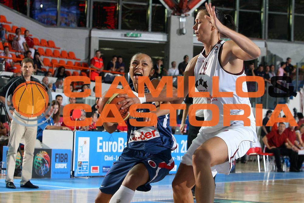 DESCRIZIONE : Chieti Italy Italia Eurobasket Women 2007 <br /> Quarti di finale Lettonia Francia Latvia France<br /> GIOCATORE : Edwige Lawson Wade<br /> SQUADRA : France Francia<br /> EVENTO : Eurobasket Women 2007 Campionati Europei Donne 2007 <br /> GARA : Lettonia Francia Latvia France<br /> DATA : 04/10/2007 <br /> CATEGORIA : Penetrazione<br /> SPORT : Pallacanestro <br /> AUTORE : Agenzia Ciamillo-Castoria/H.Bellenger<br /> Galleria : Eurobasket Women 2007 <br /> Fotonotizia : Chieti Italy Italia Eurobasket Women 2007 Quarti di finale Lettonia Francia Latvia France<br /> Predefinita :