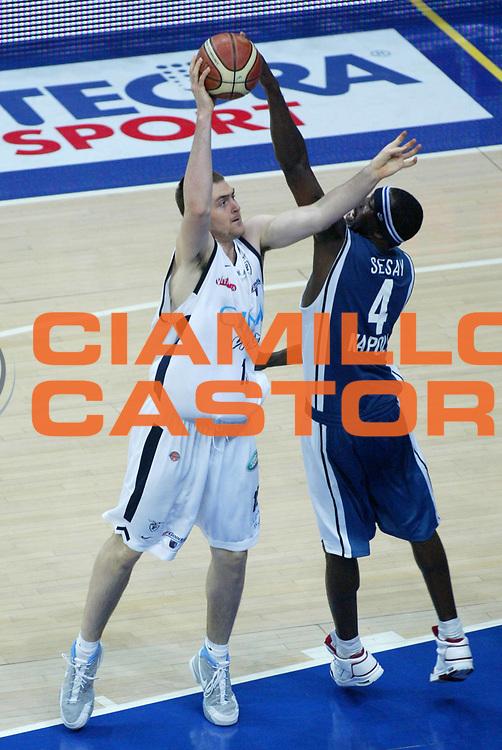 DESCRIZIONE : Bologna Lega A1 2005-06 Play Off Semifinale Gara 1 Climamio Fortitudo Bologna Carpisa Napoli <br /> GIOCATORE : Lorbek <br /> SQUADRA : Climamio Fortitudo Bologna <br /> EVENTO : Campionato Lega A1 2005-2006 Play Off Semifinale Gara 1 <br /> GARA : Climamio Fortitudo Bologna Carpisa Napoli <br /> DATA : 01/06/2006 <br /> CATEGORIA : Tiro <br /> SPORT : Pallacanestro <br /> AUTORE : Agenzia Ciamillo-Castoria/L.Villani