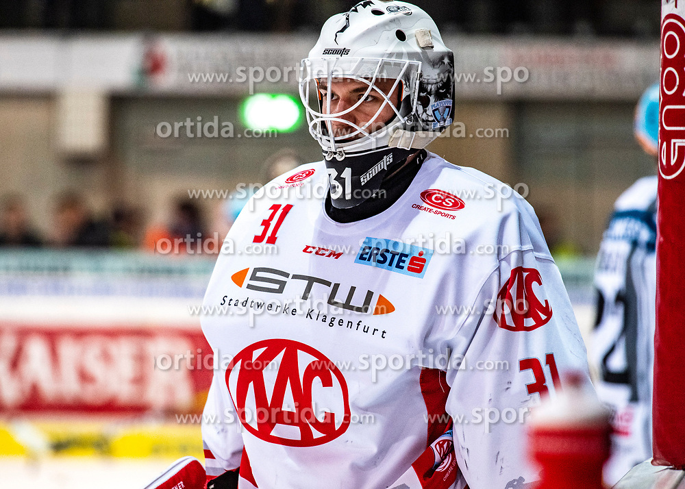 06.03.2020, Keine Sorgen Eisarena, Linz, AUT, EBEL, EHC Liwest Black Wings Linz vs EC KAC, Viertelfinale, 2. Spiel, im Bild Tormann David Madlener (EC KAC) // during the Erste Bank Eishockey League 2nd quarterfinal match between EHC Liwest Black Wings Linz and EC KAC at the Keine Sorgen Eisarena in Linz, Austria on 2020/03/06. EXPA Pictures © 2020, PhotoCredit: EXPA/ Reinhard Eisenbauer