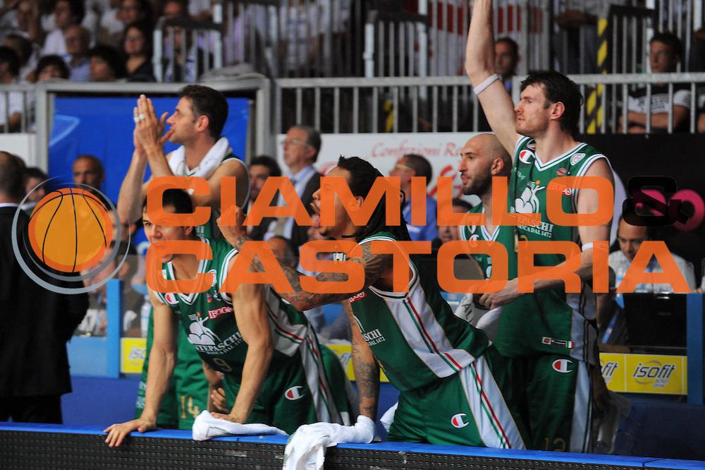 DESCRIZIONE : Cantu Lega A 2010-11 Finale Play off Gara 4 Bennet Cantu Montepaschi Siena<br /> GIOCATORE : David Moss Panchina Siena<br /> SQUADRA : Montepaschi Siena<br /> EVENTO : Campionato Lega A 2010-2011<br /> GARA : Bennet Cantu Montepaschi Siena<br /> DATA : 17/06/2011<br /> CATEGORIA : Ritratto Esultanza<br /> SPORT : Pallacanestro<br /> AUTORE : Agenzia Ciamillo-Castoria/A.Dealberto<br /> Galleria : Lega Basket A 2010-2011<br /> Fotonotizia : Cantu Lega A 2010-11 Finale Play off Gara 4 Bennet Cantu Montepaschi Siena<br /> Predefinita :
