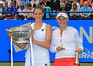 Siegerin KAROLINA PLISKOVA (CZE) und Finalisti CAROLINE WOZNIACKI (DEN) mit Pokal, Finale, Endspiel<br /> <br /> Tennis - Aegon International Eastbourne - WTA -  Devonshire Park Lawn Tennis Club - Eastbourne -  - Great Britain  - 1 July 2017. <br /> &copy; Juergen Hasenkopf