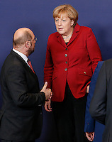 European Parliament President Martin Schulz (L) and German Chancellor Angela Merkel pose for a family photo during an European Union summit in Brussels, Belgium, 24 October 2013.