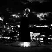 DAILY VENEZUELA<br /> Plaza Caracas in the Night / Plaza Caracas en la noche, Caracas - Venezuela 2002. <br /> (Copyright © Aaron Sosa)