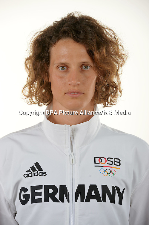 Lena Schöneborn poses at a photocall during the preparations for the Olympic Games in Rio at the Emmich Cambrai Barracks in Hanover, Germany. July 04, 2016. Photo credit: Frank May/ picture alliance.   usage worldwide