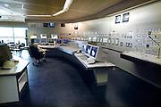 Nederland, Nijmegen, 28-1-2007 Controlekamer van de electriciteitscentrale van Elektrabel in Nijmegen. Deze centrale is modern wat betreft filtering van rookgasuitstoot. De vliegas wordt er uitgehaald en gebruikt als grondstof voor wegenbouw en cementindustrie. Samenvoeging van zwavel uit de ontzwavelingsinstallatie en van de slakken, kalksteen, levert gips op. Kolen of bio brandstof. Foto: Flip Franssen/HH
