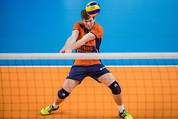 19-02-2017 NED: Bekerfinale Draisma Dynamo - Seesing Personeel Orion, Zwolle<br /> In een uitverkochte Lanstede Topsporthal wordt de eerste bekerfinale gespeeld / Erik van der Schaaf #6 of Orion