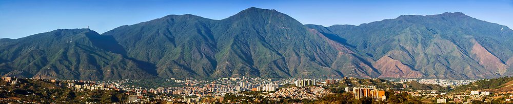 Foto panoramica del parque nacional El Avila (Parque nacional Waraira Repano) en la ciudad de Caracas, Venezuela. Panoramic photo of Avila National Park in Caracas, Venezuela. Enero, 10 del 2011. Copyright Jimmy Villalta. Las impresiones son realizadas en Plotter Epson 9700, con los mas altos niveles de calidad, en papel aleman Hahnem&uuml;hle. Impresas en papel fotogr&aacute;fico, canvas, o algod&oacute;n. Tama&ntilde;os desde 150 x 33 cm a 70 x 15 cm o el que usted desee. <br />