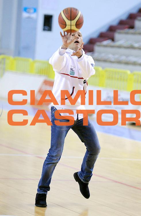 DESCRIZIONE : Cremona Lega A 2012-13 Vanoli Cremona Banco di Sardegna Sassari<br /> GIOCATORE : Presidente Stefano Sardara<br /> SQUADRA : Banco di Sardegna Sassari<br /> EVENTO : Campionato Lega A 2012-2013<br /> GARA :  Vanoli Cremona Banco di Sardegna Sassari<br /> DATA : 24/03/2013<br /> CATEGORIA : Tiro vip<br /> SPORT : Pallacanestro<br /> AUTORE : Agenzia Ciamillo-Castoria/A.Giberti<br /> Galleria : Lega Basket A 2012-2013<br /> Fotonotizia : Cremona Lega A 2012-13 Vanoli Cremona Banco di Sardegna Sassari<br /> Predefinita :
