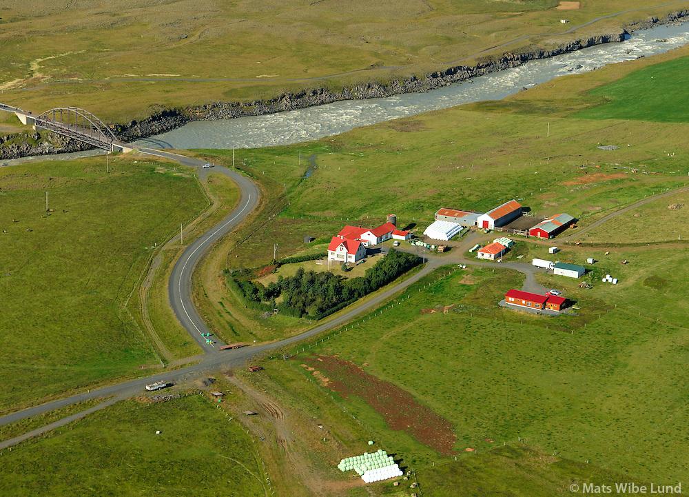 Þjórsártún og gömlu brúna yfir Þjórsá í bakgrunni, Ásahreppur / Thjorsartun and the old bridge over river Thjorsa in background. Asahreppur.