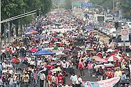Trabajadores de la Educación que pertenecen a la Coordinadora Nacional marchan Miercoles May 15, 2013 en Mexico, DF para opnerse a la reforma educativa que impulsa el gobierno..FOTO:SANTIAGO SALMERON/FID/IMAGENES LIBRES