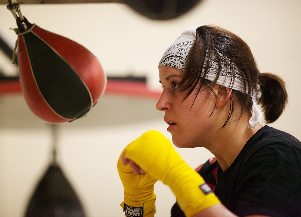 Windsor, Ontario ---10-05-06--- World Welterweight Champion, Mary Spencer keeps her eye on a speed bag during a training session at the Windsor Amateur Boxing Club in Windsor, Ontario, May 6, 2010.<br /> GEOFF ROBINS The Globe and Mail