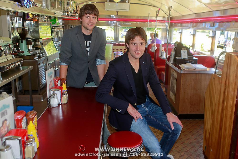 NLD/Almere/20110502 - Nick & Simon presteren nieuw programma genaamd The American Dream