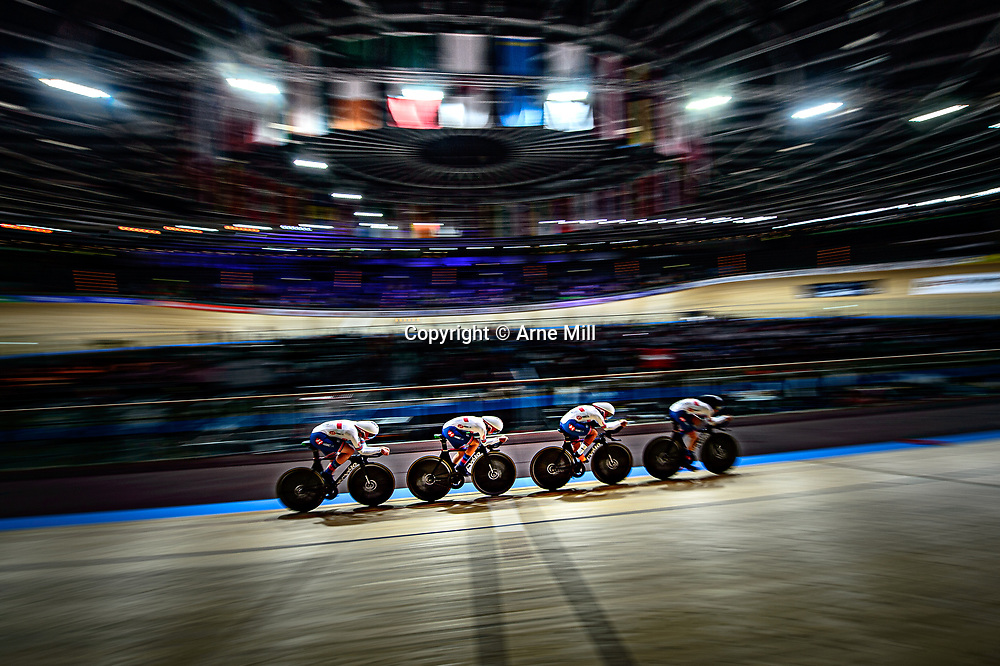 EVANS Neah - DICKINSON Eleanor - ARCHIBALD Katie - BARKER Elinor ( GBR ) – Team Great Britain – Querformat - quer - horizontal - Landscape - Event/Veranstaltung: UCI Track Cycling World Championships 2020 – Track Cycling - World Championships - Berlin - Category/Kategorie: Cycling - Track Cycling – World Championships - Elite Women - Location/Ort: Europe – Germany - Berlin - Velodrom Berlin - Discipline: Team Pursuit - Distance: 4000 m - Date/Datum: 26.02.2020 – Wednesday – Day 1 - Photographer: © Arne Mill - frontalvision.com26-02-2020: Wielrennen: WK Baan: Berlijn26-02-2020: Wielrennen: WK Baan: Berlijn<br /> Berlijn is het middelpunt van de wer3ld voor het WK Baan26-02-2020: Wielrennen: WK Baan: Berlijn<br /> <br /> Berlijn is het middelpunt van de wereld voor het WK Baan26-02-2020: Wielrennen: WK Baan: Berlijn<br /> <br /> Kirsten Wild26-02-2020: Wielrennen: WK Baan: Berlijn<br /> <br /> Kirsten Wild