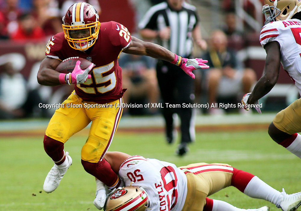 COLLEGE PARK, MD - OCTOBER 15: Washington Redskins running back Chris Thompson (25) slips by San Francisco 49ers linebacker Brock Coyle (50) during a match between the Washington Redskins and the San Francisco 49ers on October 15, 2017, at FedExField in Landover, MD. (Photo by Daniel Kucin Jr./Icon Sportswire)