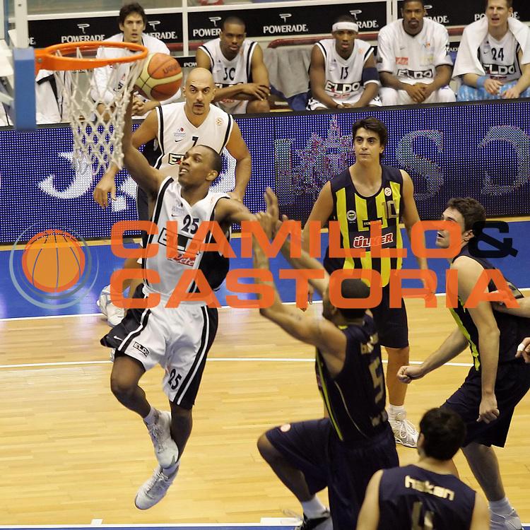 DESCRIZIONE : Napoli Eurolega 2006-07 Eldo Napoli Ulker Istanbul <br /> GIOCATORE : Ellis<br /> SQUADRA : Eldo Napoli<br /> EVENTO : Eurolega 2006-2007 <br /> GARA : Eldo Napoli Ulker Istanbul<br /> DATA : 30/11/2006 <br /> CATEGORIA : Tiro<br /> SPORT : Pallacanestro <br /> AUTORE : Agenzia Ciamillo-Castoria/A.De Lise