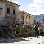 Antiche abitazioni su via Albertoletti a Orta..Old houses in Albertoletti street in Orta.