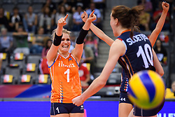 12.06.2018, Porsche Arena, Stuttgart<br /> Volleyball, Volleyball Nations League, Türkei / Tuerkei vs. Niederlande<br /> <br /> Jubel Kirsten Knip (#1 NED), Lonneke Sloetjes (#10 NED)<br /> <br /> Foto: Conny Kurth / www.kurth-media.de