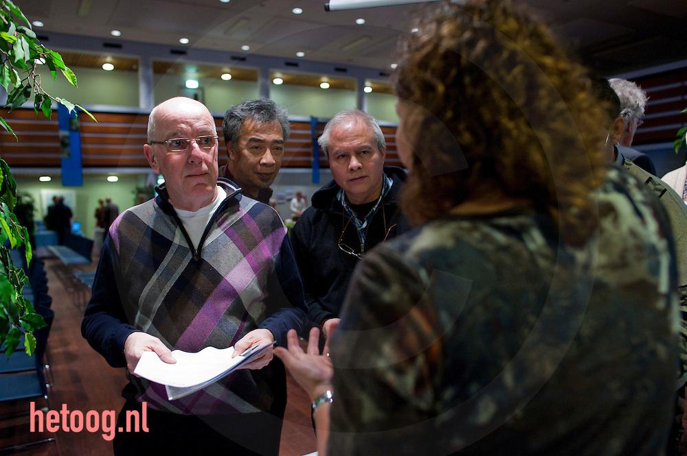 """Nederland, almelo, 23feb2012 """"senioren voor almelo' vrijwilligersmarkt voor senioren in het stadhuiis van almelo"""