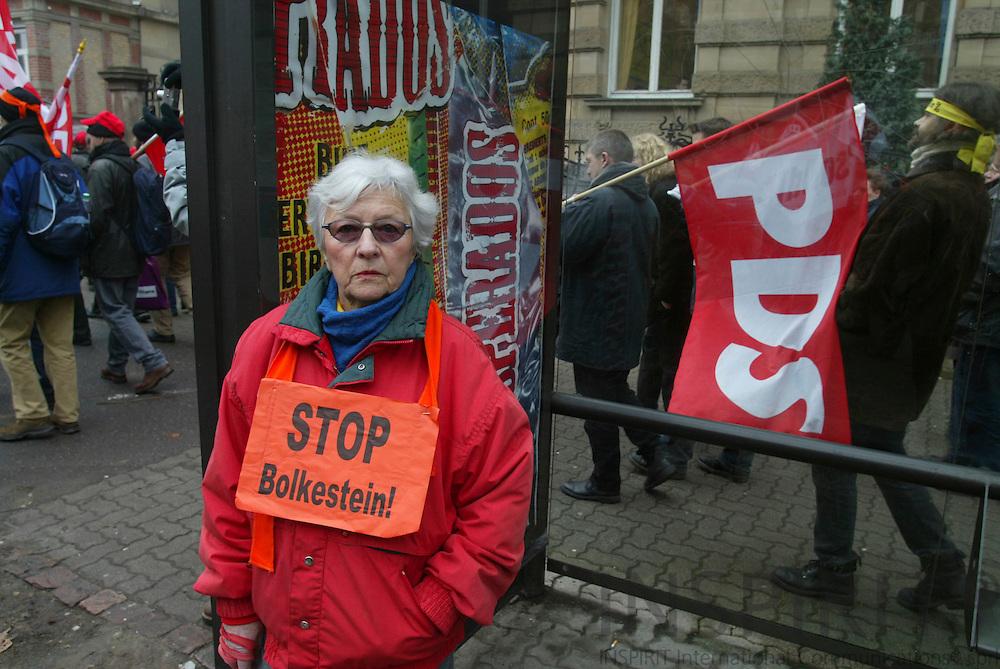 STRASBOURG - FRANCE - 13 FEBRUARY 2006 --Demonstranter mod service direktivet. PHOTO: ERIK LUNTANG /