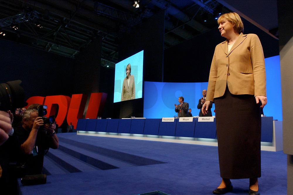 11 NOV 2002, HANNOVER/GERMANY:<br /> Angela Merkel, CDU Bundesvorsitzende, nach ihrer Wiederwahl, CDU Bundesparteitag, Hannover Messe<br /> IMAGE: 20021111-01-121<br /> KEYWORDS: Parteitag, party congress,