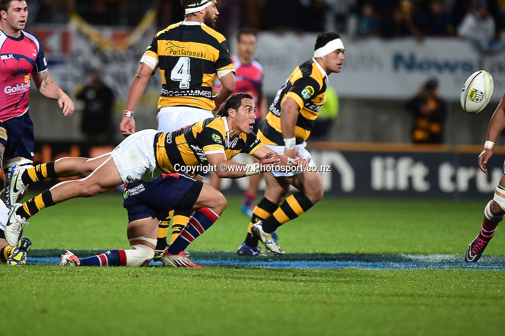 Taranaki's Chris Smylie makes a pass during the ITM Cup Premiership Final between Taranaki & Tasman at Yarrow Stadium in New Plymouth, New Zealand, 25th October 2014. Photo: Marty Melville/Photosport.co.nz