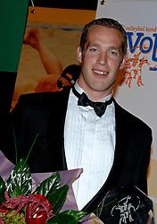 08-10-2006 VOLLEYBAL: GALA 2006: DOETINCHEM<br /> In de schouwburg van Doetinchem werd het volleybalgala 2006 gehouden / Beste Speler seizoen 2005-2006 Kristian van der Wel<br /> ©2006-WWW.FOTOHOOGENDOORN.NL