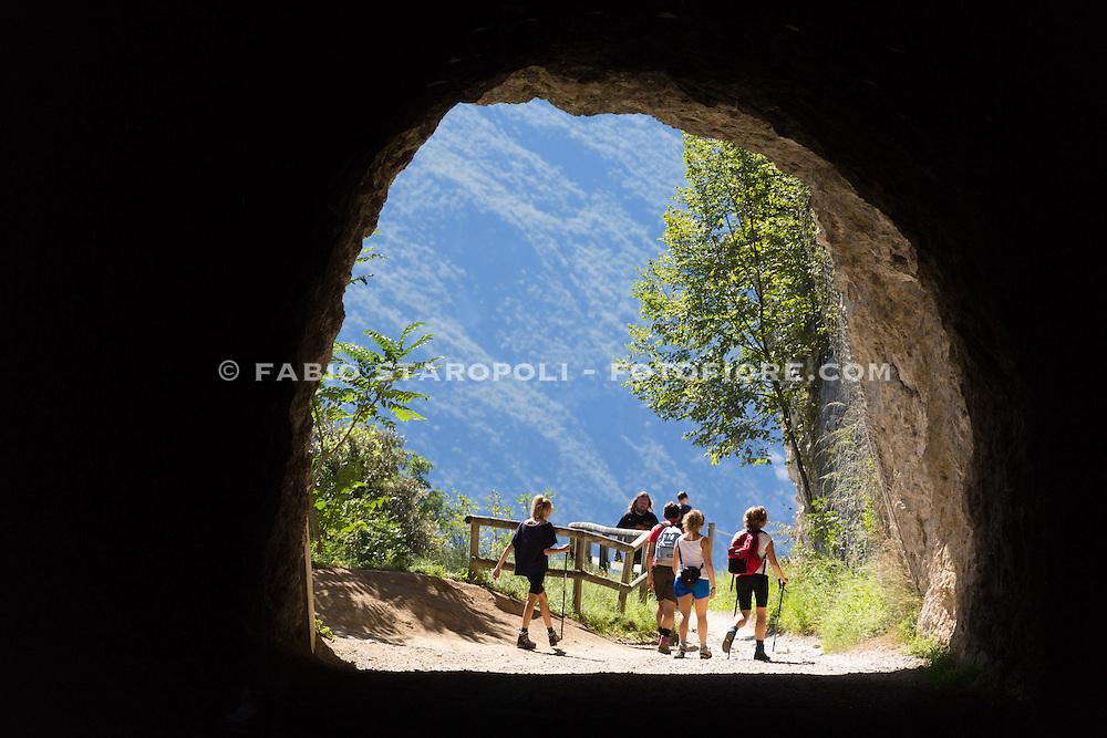 Oggi la strada del Ponale è divenuta, grazie alla spettacolare vista che offre sul lago di Garda, una escursione di grande pregio per molti amanti della mountain bike.