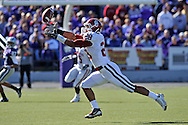 MANHATTAN, KS - OCTOBER 25:  Linebacker Travis Lewis #28 of the Oklahoma Sooners intercepts a pass in the first quarter against the Kansas State Wildcats on October 25, 2008 at Bill Snyder Family Stadium in Manhattan, Kansas.  The Oklahoma Sooners won 58-35.