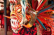 """Las celebraciones del Corpus Christi en la Villa de Los Santos, tienen vigencia desde los tempranos días de la colonia. Aunque se trata de una fiesta religiosa, las celebraciones en esta localidad tienen también un carácter folclórico, al combinar la tradicional procesión con danzas y costumbres locales, La Asociación Rescate de Danzas """"Miguel Leguízamo"""" ha promovido la conservación de estas tradiciones y el estudio de sus origenes.<br /> <br /> La Villa de Los Santos, mantiene una historia interesante desde mucho antes de su fundación, ya que hacia 1515, el Licenciado Gaspar de Espinoza visitó por primera vez las tierras santeñas que durante la colonia fue Alcaldía Mayor y depositaria de alguna riqueza colonial, cuando la tomó el pirata inglés Townley. Para el siglo XVII se establecieron varias familias españolas procedente de Natá de los Caballeros y existen datos de que en 1589 se da una migración de santeños hacia el sur de la península de Azuero, dando como resultado la fundación de nuevas poblaciones tales como Las Tablas, Pocrí, Pedasí entre otras.<br /> <br /> La Villa de Los Santos en la actualidad se constituye como una de las ciudades donde la conservación de los elementos raizales y tradicionales, como lo es el caso del Corpus Christi es de suma importancia en la vida de la comunidad. Estos son algunos de los aspectos más conocidos sobre las primeras manifestaciones de esta festividad religiosa en las tierras santeñas.<br /> <br /> Una demostración clara que desde la fundación de La Villa de Los Santos (1569) hasta la instalación del templo (1782) pasan varios años en los que la catequización debió haberse dado sin una estructura hasta el levantamiento de lo que es hoy día la Iglesia de San Atanasio de la Villa de Los Santos.<br /> <br /> La Iglesia donde entonces se constituye en el más importante baluarte de la fe de los santeños y es cuando las celebraciones del Corpus Christi toman mayor celebridad en tiempos de la colonia, sin duda alguna, se instit"""