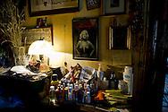 Roma 31Ottobre 2013<br /> Gilda 65anni, abita in via delle Fornaci, dove vive da quarantacinque anni, attende l'ufficiale giudiziario, per la notifica dello sfratto esecutivo, richiesto  dalla proprietà, un avvocato che possiede decine di appartamenti. <br /> Rome October 31, 2013<br /> Gilda 65 years, lives in Via delle Fornaci, where he lives from  forty-five years, waiting for the bailiff, for notification of the executive eviction, required by the property, an attorney who owns dozens of apartments.