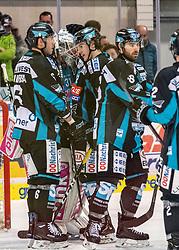 17.02.2019, Keine Sorgen Eisarena, Linz, AUT, EBEL, EHC Liwest Black Wings Linz vs HC TWK Innsbruck Die Haie, 47. Runde, im Bild Linz feiert den Heimsieg // during the Erste Bank Eishockey League 47th round match between EHC Liwest Black Wings Linz and HC TWK Innsbruck Die Haie at the Keine Sorgen Eisarena in Linz, Austria on 2019/02/17. EXPA Pictures © 2019, PhotoCredit: EXPA/ Reinhard Eisenbauer