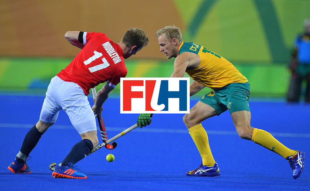 Britain's Barry Middleton (L) vies for the ball with Australia's Tim Deavin during the men's field hockey Britain vs Australia match of the Rio 2016 Olympics Games at the Olympic Hockey Centre in Rio de Janeiro on August, 10 2016. / AFP / Carl DE SOUZA        (Photo credit should read CARL DE SOUZA/AFP/Getty Images)