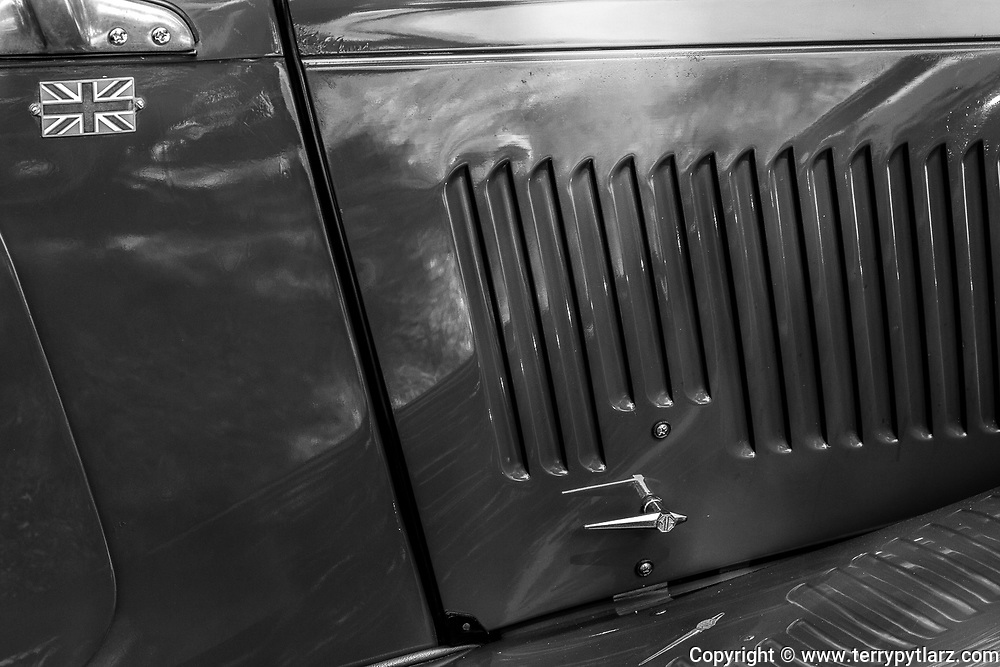 1952 MG TD cowling black and white