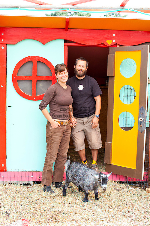 Naomi's Organic Farm Supply is a family-owned shop with a wide range of organic products including: soil amendments and fertilizer, seeds, straw, hay, compost, potting soils, livestock feeds, salts, supplements, chicken supplies, pet foods, hand tools & lots of books.  Neil and Naomi Montacre.