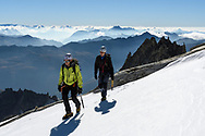 Zwei Alpinisten bei der Oberen Bielenlücke mit dem Gross Bielenhorn und den Lepontischen Alpen, Furka, Uri, Schweiz<br /> <br />  Two alpinists at the Obere Bielenlücke with the Gross Bielenhorn and the Lepontine Alps, Furka, Uri, Switzerland