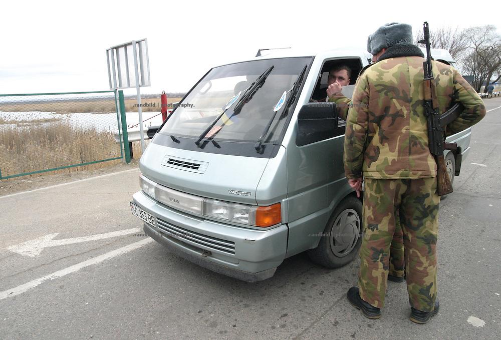 Grenze und Grenzkontrollen des international nicht anerkannten Transnistrien / Boundary and Border control of the international unrecognized Republic of Transnistria.