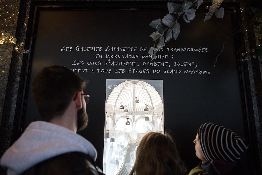 Parigi natale 2016 - Le vetrine di natale dei magazzini Lafayette a Parigi<br /> <br /> Paris christmas 2016 - Christmas windows at Galerie Lafayette