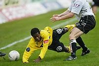 Fotball, 21. april 2002. Tippeligaen, Sogndal v  Start. Fosshaugane. Ousman Nyan, Start.