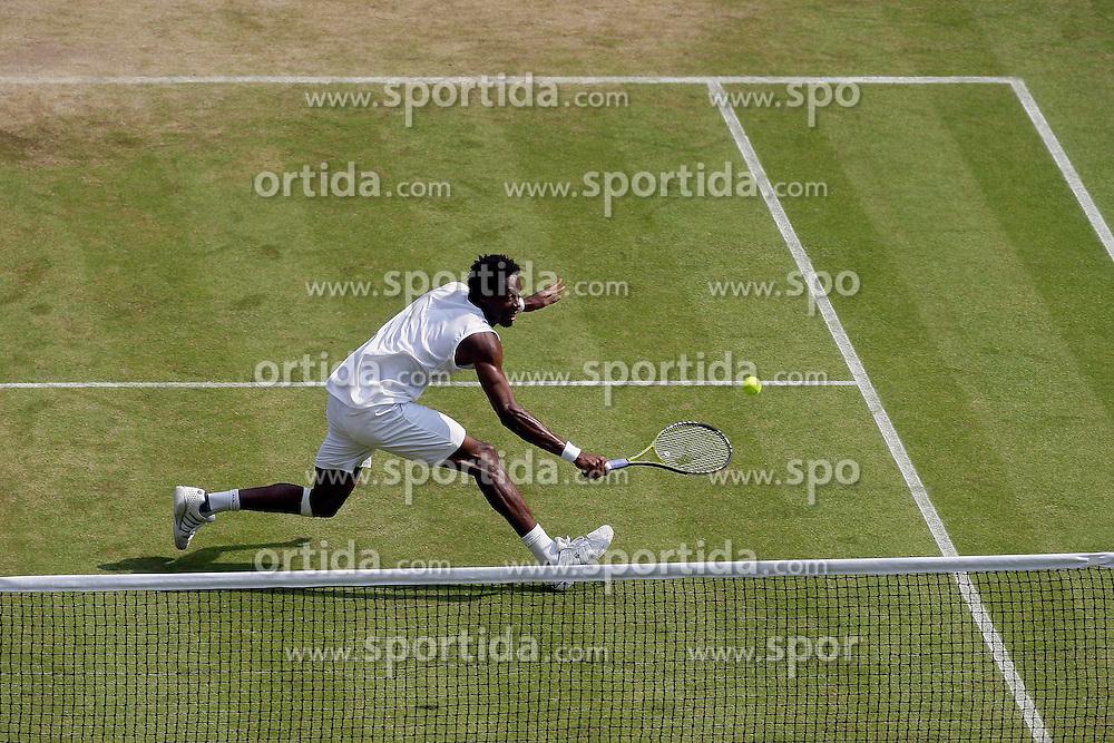 25.06.2010, Wimbledon, GBR, ATP World Tour, Grand Slam, Wimbledon, Men's singles, Gael Monfils (FRA) vs Lleyton Hewitt (AUS), im Bild Gael Monfils (FRA). EXPA Pictures © 2010, PhotoCredit: EXPA/ IPS/ Marc Atkins / SPORTIDA PHOTO AGENCY